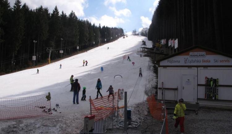 Na Šacberku lyžovaly o víkendu jen desítky lidí. Letošní sezona jinak byla velmi úspěšná