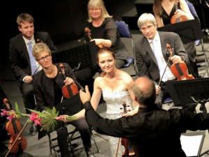 Benefiční koncert byl doplněn vynikajícím sólem přední české violistky Kristiny Fialové.