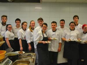 Kuchař s michelinskou hvězdou Fhilippe Mille  vaří se studenty vysočinské Gastroakademie