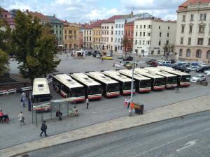 Jihlavou se bude prohánět devět nových autobusů. Lidé je dnes uvidí na náměstí