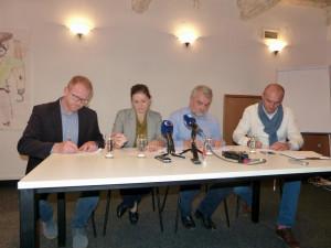 zleva Petr Laštovička (ODS), Karolína Koubová (Fórum Jihlava), Jaromír Kalina (KDU - ČSL), Vít Zeman (Žijeme Jihlavou!)
