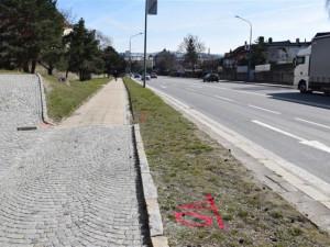 Začíná výstavba zastávek na Hradební ulici. Řidiči se musí nachystat na dopravní omezení