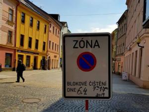 Pokračuje jarní úklid, blokové čištění v příštím týdnu proběhne na Březinkách a v centru města