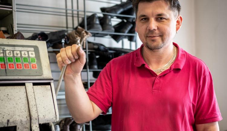 (NE)OBYČEJNÍ: Jedním z mých zákazníků byl i Ondra Vetchý, vzpomíná jihlavský opravář obuvi Jaroslav Janko