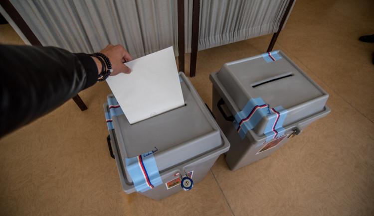 Před půlnocí budou zveřejněny výsledky českých eurovoleb