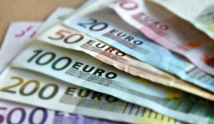 PRŮZKUM: Většina Čechu je stále proti přijetí eura