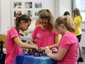FOTO: Bosch Diesel uspořádal motivační akci Girls´ Day, děvčata pronikala do tajů techniky