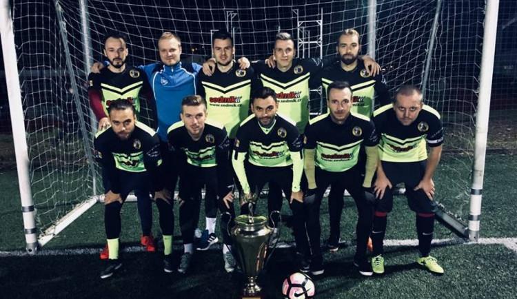 Na překvapení nedošlo, první ligu jihlavské malé kopané opět ovládl tým Sedmík Some Jihlava
