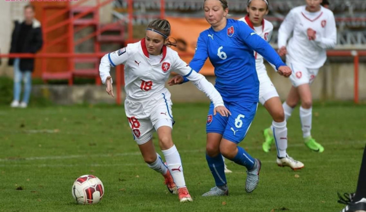 ROZHOVOR: Z Bedřichova až do reprezentace! Patnáctiletá Šárka Pouvová si plní fotbalové sny