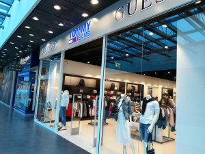 Jihlavský Citypark otevřel nový obchod. Nabídne značky jako Guess nebo Calvin Klein Jeans