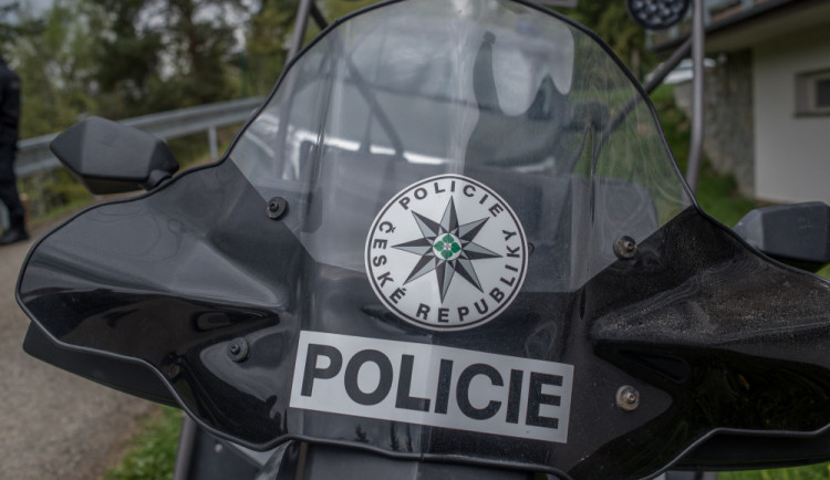 Řidič ve Fabii boural a narazil do dopravní značky. Policii nadýchal skoro 3,5 promile