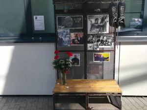 S legendou Janem Hrbatým se rozloučíme již v pátek. U zimáku vzniklo pietní místo