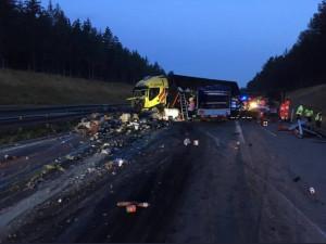 Nehoda dvou nákladních aut zablokovala dálnici D1 u Velké Bíteše
