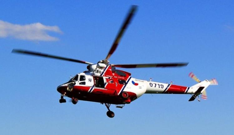 Hlavní tah u Moravských Budějovic zablokovala nehoda čtyř aut. Vrtulník transportoval zraněné dítě do nemocnice