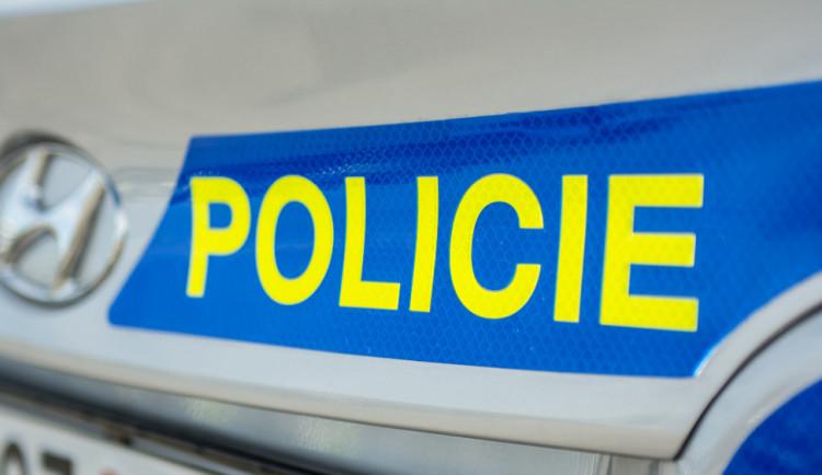 Tragická nehoda u Čenkova. Opilý řidič srazil v noci dva osmnáctileté chodce, ti nepřežili