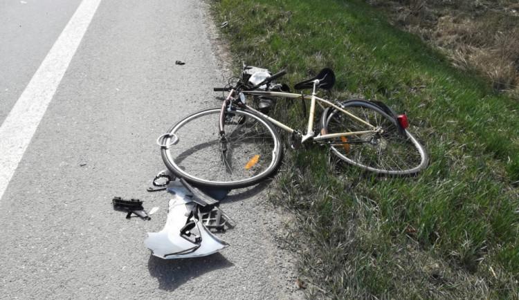 Znovu sehrál roli alkohol. Cyklista narazil do zastaveného auta a nadýchal skoro dvě promile