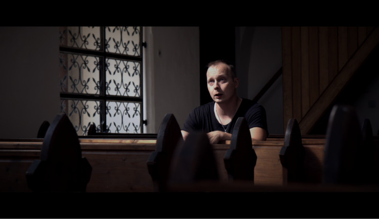 VIDEO: Jsou dny, kdy mi melodie naskakují samy od sebe, říká zpívající hasič z Telče Jirka Pařil
