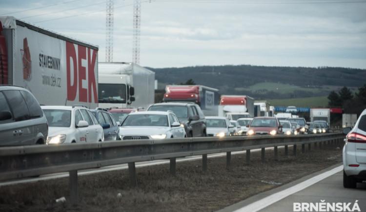 Dálnice D1 bude přes noc u Humpolce několikrát stát kvůli stavbě mostu