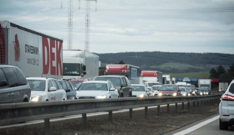 Cestování na D1 brzy ráno komplikovaly tři dopravní nehody. Naštěstí bez zranění