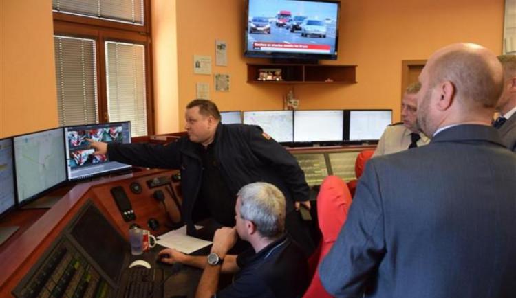 Už dvanáct let spolupracuje Vysočina se Zakarpatím. Třeba hasiči mají nové pily a přilby