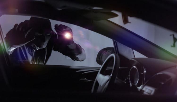Tři vloupání do vozidel objasněna. Povedená dvojice způsobila škodu 40 tisíc korun