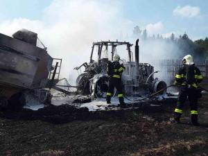Na Havlíčkobrodsku hořel traktor a lis, škoda je bezmála 4 miliony