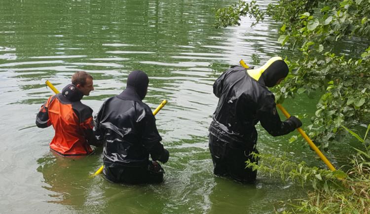 Srpnová vražda na Havlíčkobrodsku: Pachatel se přiznal, hrozí mu až dvacet let za mřížemi