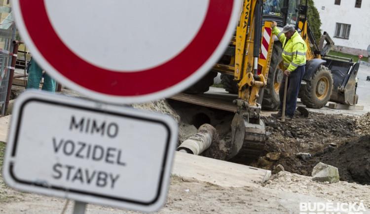 Opravená havlíčkobrodská Mírová ulice má být průjezdná koncem letošního října