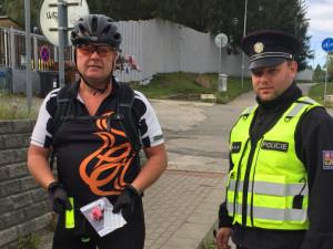 Policie kontrolovala cyklisty. Na Jihlavsku dostali reflexní prvky a blikačku na kolo