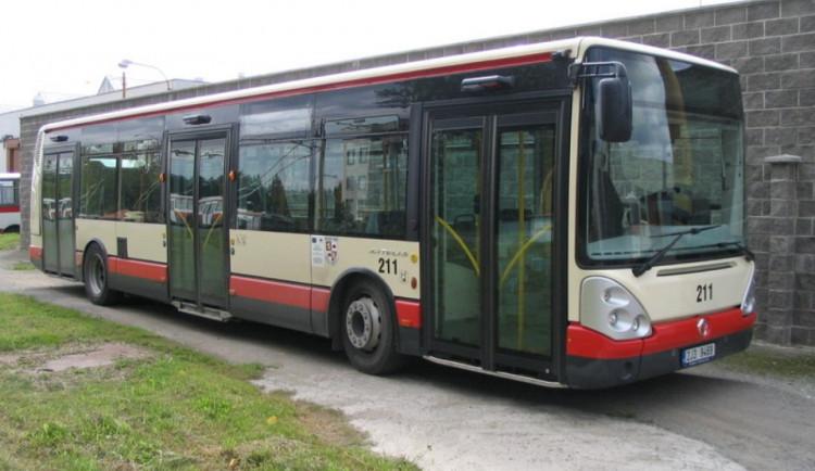 Zastávky linek 5 a 12 se dočasně přesunou jinam, informuje cestující jihlavský dopravní podnik