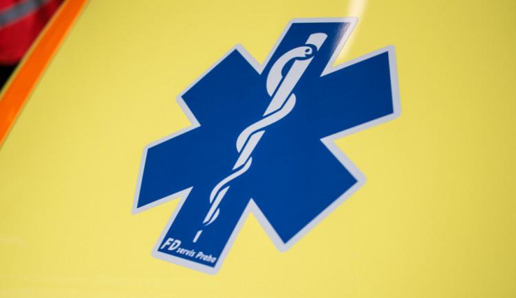 Šestatřicetiletý motocyklista havaroval, ve vážném stavu byl transportován do nemocnice