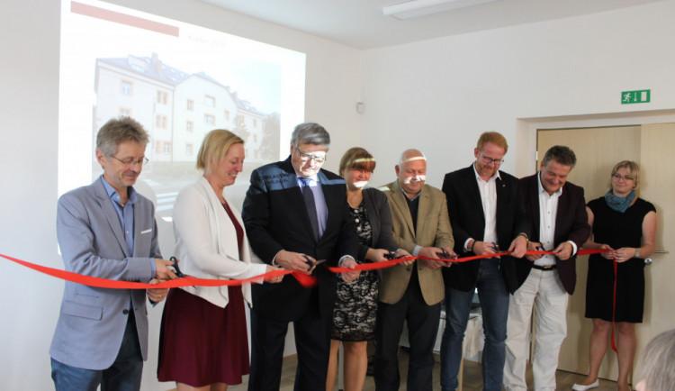 FOTO: V Jihlavě se dnes otevřelo centrum sociálních služeb. Nabízí také azylové byty