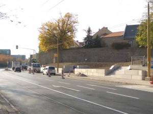 Zastávka u Cityparku už slouží MHD. Její betonová podoba však trápí nejen jihlavského náměstka
