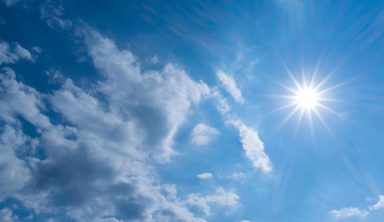 POČASÍ NA ČTVRTEK: Užijeme si sluníčka, nejvyšší teploty dosáhnou 17 stupňů