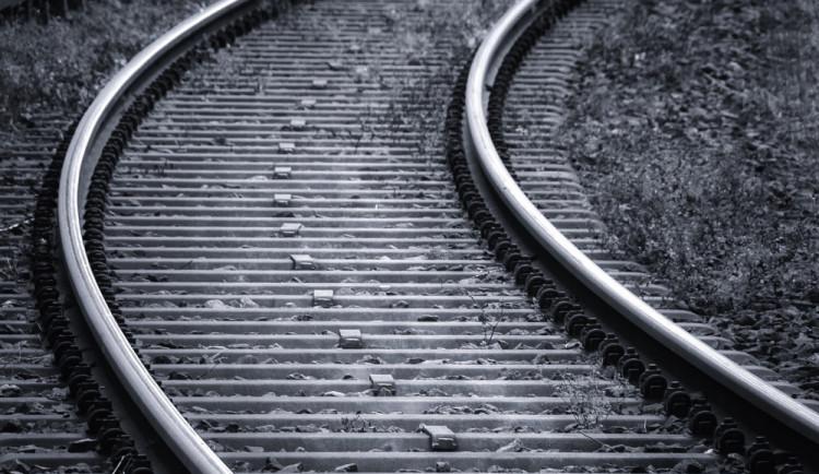 Šestatřicetiletý muž nepřežil střet s vlakem. Bližší informace přinese nařízená pitva