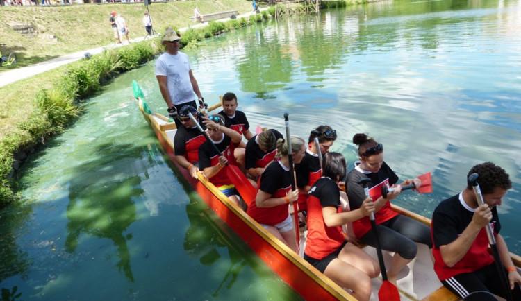 Závody dračích lodí v Telči 2016