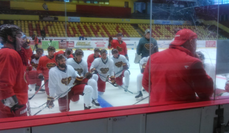 Dukla Jihlava vyjela poprvé na led