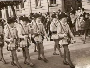 Momentka z roku 1933