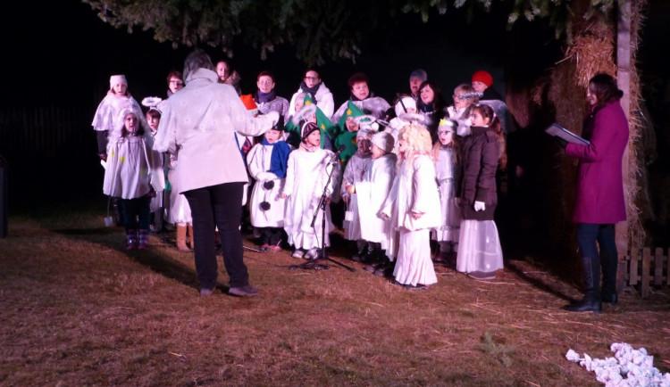 Rozsvícení vánočního stromečku v Cejli na Jihlavsku