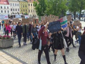 Jihlavští studenti demonstrují za lepší ochranu klimatu