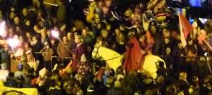 Svatý Martin projíždí se svou družinou jihlavským Masarykovým náměstím